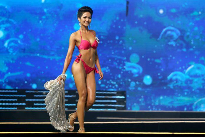 Hhen Nie performs bikini