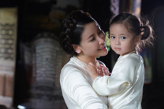 Mrs Ha Kieu Anh and her daughter