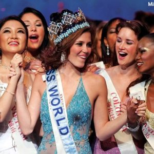 Nguyen Thi Huyen - Miss World Vietnam 2004