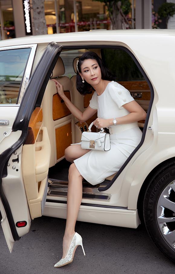 Ha Kieu Anh all white outfit