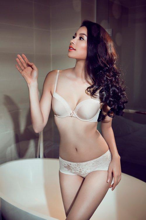 Miss Pham Huong bikini